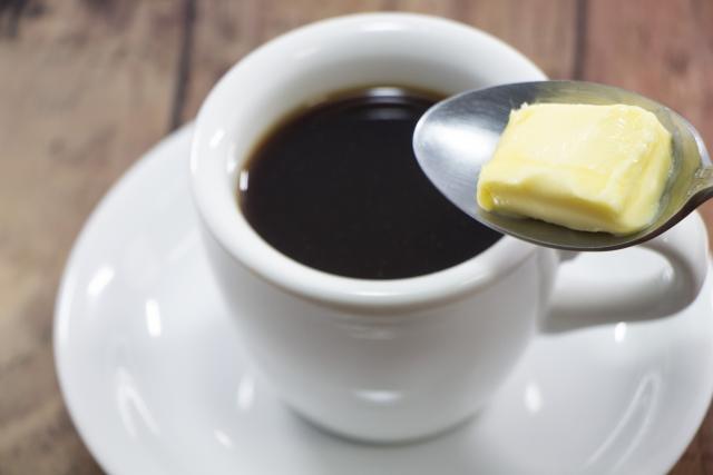 【書評】完全無欠コーヒーを否定?『世界一シンプルで科学的に証明された究極の食事』